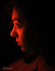 1/52 WP: Self portrait n*4 (Minne Yaël) Tags: light lumière portrait blackandorange noiretorange septembre september 52wp 52weeksproject canon80d selfportrait