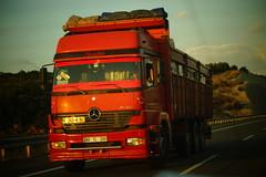 Mercedes-Benz Axor MP1 E3 3240 LCHR LS - Particular Tokat, Türkiye (Celik Pictures) Tags: mercedesbenz daimler ag mbenz mb axor particular particuliër unknownowner onbekendeigenaar nosignwriting namelessvehicles namelesstrucks tokat truckspotting d200 o5 o6 euro3 euroiii