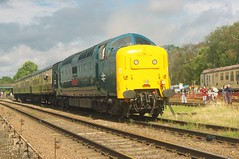 55 019 (Dorde Vranjes) Tags: deltic class 55 019 royalhighlandfusilier great central railway diesel gala 09 september 2018 train trains transport travel passenger service trainspotter locoscencecouk trainloggercouk rail rails railways east midlands gcr greatcentralrailway enthusiast flickr history heritage historical icrs pentax kx leicestershire midland photography photographer photo photgraphy railenthusiast spotter spotting trainspotting trainlogger uk vehicle