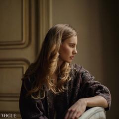 Martina (Aboutlight_) Tags: grainisgood grainy art model woman availablelight natural naturallight vogue