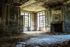Le Château des Singes (Aurélienki) Tags: castle decay abandonedworld lostplaces abandonedplaces urbex abandoned