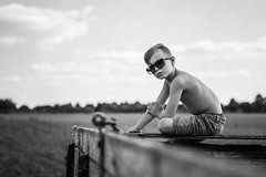 Alter Anhänger (NEVEZ P★) Tags: nevezphotography dof nature blackandwhite bnw art fineart light sun people family bw 50mm canon bokeh childhood germany summer focus documentary sommer kindheit camera eos vacation sunglasses old trailer field