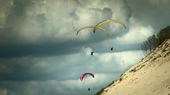 Vols libres (Phil_Heck) Tags: parapente nuages clouds ciel dune plage beach sky voile sable paysage paraglinding freeflying vuelolibre freienflug vololibero