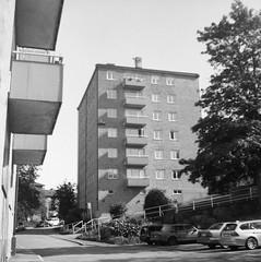 Guldheden (rotabaga) Tags: sverige sweden svartvitt göteborg gothenburg blackandwhite bw bwfp lomo lomography lubitel166 fomapan mediumformat mellanformat 6x6 120 twinlens