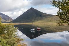 Isola di Skye Loch Slapin (Guido Barberis) Tags: scozia loch lapin isola mare oceano riflessi skyecielo terra barca montagna specchio slapin