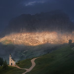 Chapel in the Dolomites thumbnail