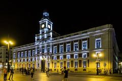 Puerta del sol (Madrid) - Palazzo delle poste (Andreas Laimer) Tags: madrid spagna piazza edificio colori luci contrasto notte notturno sony rx 100 m3 sonyflickraward