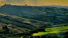 Toscana: Late sunbeams (gerard eder) Tags: world travel reise viajes europa europe italy italia italien toscana toskana tuscany valdorcia paisajes panorama landscape landschaft natur nature naturaleza outdoor