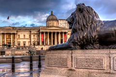 National Gallery (Derwisz) Tags: nationalgallery trafalgarsquare london cityofwestminster city square sculpture monument buildings historic lion canon canoneos40d cityscape