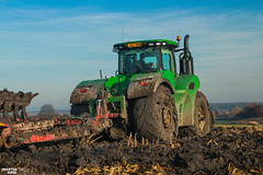 Ploughing in mud | JOHN DEERE // KVERNELAND (martin_king.photo) Tags: extremecondition extremeconditionploughing extreme condition ploughing mudploughing mud mudwork johndeere extremeploughinginmud inmud ploughinginmud johndeere9420 wheels wheeledtractor tschechischerepublik powerfull martinkingphoto machines strong agricultural greatday great czechrepublic welovefarming agriculturalmachinery farm workday working modernagriculture landwirtschaft machine machinery kverneland plough kvernelandplough canon landscape martin king photo agriculture day sky fans work place modern green red colorful colors blue photogoraphy photographer clouds
