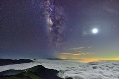 合歡山主峰~月光雲海銀河~  Milky way at clouds (Shang-fu Dai) Tags: 台灣 taiwan 南投 nikon sky landscape formosa galaxy 銀河 星空 milkyway 合歡山 hehuan 主峰 d800 afs1635mmf4 3416m 戶外 雲 天空
