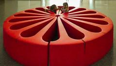 Divano (o.solemio) Tags: photo n°459 minoosolemio divano rosso gommapiumavernice lattice esposta al museion bolzanobozen bambine colore controluce interno leicavlux