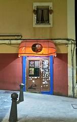 2018-08-14_23-39-49 (LuJaHu) Tags: gijon asturias españa spain cimadevilla noche nocturna urbana calle street puerta leeco le max 2 luz
