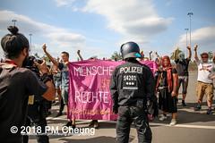 Rudolf-Heß-Gedenkmarsch 2018: Mord verjährt nicht! Gebt die Akten frei! Recht statt Rache  und Gegenprotest: Keine Verehrung von Nazi-Verbrechern! NS-Verherrlichung stoppen! – 18.08.2018 – Berlin –IMG_6299 (PM Cheung) Tags: rudolfhessmarsch wwwpmcheungcom berlin mordverjährtnichtgebtdieaktenfreirechtstattrache neonazis demonstration berlinspandau spandau friedrichshain hesmarsch rudolfhes 2018 antinaziproteste naziaufmarsch gegendemonstration 18082018 blockade npd lichtenberg polizei platzdervereintennationen polizeieinsatz pomengcheung antifabündnis rechtsextremisten protest auseinandersetzungen blockaden pmcheung mengcheungpo pmcheungphotography linksradikale aufmarsch rassismus facebookcompmcheungphotography keineverehrungvonnaziverbrechernnsverherrlichungstoppen antifaschisten mordverjährtnicht rudolfhesmarsch sitzblockaden kriegsverbrechergefängnisspandau nsdap nskriegsverbrecher geschichtsrevisionismus nsverherrlichungstoppen hitlerstellvertreterrudolfhes 17august1987 rathausspandau ichbereuenichts b1808 festderdemokratie verantwortungfürdievergangenheitübernehmen–fürgegenwartundzukunft rudolfhessmarsch2018 rudolfhesgedenkmarsch rudolfhesgedenkmarsch2018