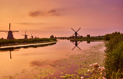 Sunrise in Kinderdijk (flowerikka) Tags: clouds earlymorning grass holland kinderdijk nederland netherlands outdoor sky sonnenaufgang sunrise unescoworldheritage wasser windmill windmühlen