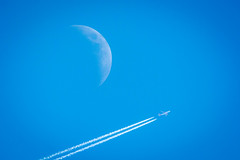 flyby (husiphoto) Tags: flugzeug himmel sky airplane mond moon blau blue day tag