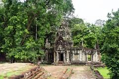 Angkor Wat: pagode Tep Pranam (Яeиée) Tags: angkorvat angkorthom sanctuaire cambodge asie temples preahkhan taprohm siemreap baphuon bayon angkor khmer architecture patrimoines angkorlamerveilleuse banteaysrei bouddhisme hindouisme fromager takeo phimeanakas banian