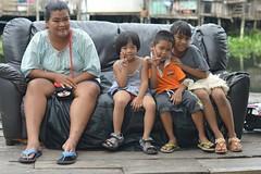 a full sofa (the foreign photographer - ฝรั่งถ่) Tags: jun282015nikon woman lady children sofa three khlong lard phrao bangkhen bangkok thailand nikon d3200