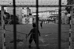 DSC01065 (2) (kriD1973) Tags: croatia croazia kroatien croatie hrvatska istra istria istrien pola pula kids calcetto football soccer foot fussball black white ragazzini boys strassenfussball campetto kinder children