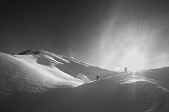 Ascending (S_Peter) Tags: gudauri georgia georgien sakartvelo caucasus skiing ski snow mountains landscape people black white bw sw leica monochrom 246 voigtländer voigtlaender voigtlander ultron f18 21mm heliopan orange filter