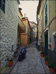 No Cars | Keine Autos - Estellencs, Mallorca, ES (André-DD) Tags: spanien espania spain mallorca majorca island isle insel mittelmeer mediterraneansea stadt ort dort estellencs gasse alley village sign building road moped