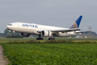 N77014, Boeing 777-224ER, United Airlines