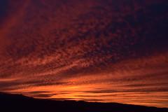 DSC_2230 (griecocathy) Tags: paysage coucher soleil montagne nuage ciel noir bleu jaune crème gris oranger rosée