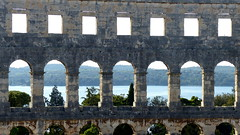 Looking through Pula Arena (MarySloA) Tags: europe croatie croatia hrvaska pula ville city urban urbain arena amphithéâtre arène romain monument