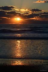 Tarde de verano. Summer afternoon. (.Guillermo.) Tags: sunset beach atardecer puestadesol sol playa landscape paisaje paisajes landscapes