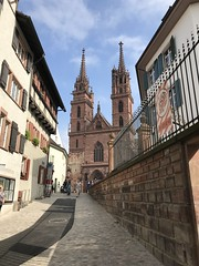 Basel Cathedral - Switzerland - September 2018 (firehouse.ie) Tags: religion houseofworship historic view laneway lane baselstadt christian christianity structure buildings streets street building architecture cathedrals churches church switzerland cathedral basel