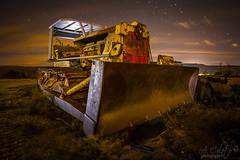 Machine 2x1 (A.Coleto) Tags: maquina machine vieja old oxidada abandonada noche night naranja