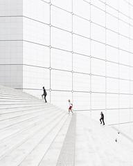 Three Men and Two Birds (Vesa Pihanurmi) Tags: stairs steps people architecture white minimalism grandearche ladéfense paris france streetphotography
