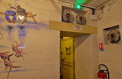 Musée de la seconde guerre mondiale, La Rochelle (thierry llansades) Tags: musée guerre atlantic aunis atlantique atlantikwall atlanticwall army armée blockhaus bloc block bunker blockhouse bauwerk bauwerke batterie battlefield bombing blauckhaus bauwerque blockaus beach blockouse charentemaritime charente charentes casemate murdelatlantique mur murs museum museu musee ww2 wwii