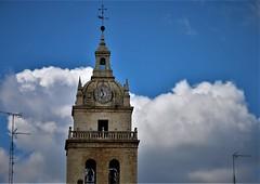Torre, nubes y antenas, jejeje (enrique1959 -) Tags: martesdenubes martes nubes nwn tordesillas valladolid castillayleon españa europa
