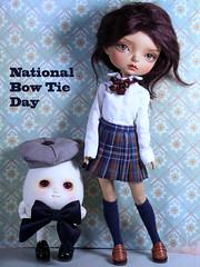 Kurt and Bonny (bentwhisker) Tags: dolls bjd resin anthro egg soom neoangelregion humptydumpty maskcat gladys bowtie 0033