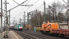 102_2018_03_22_Hamburg_Harburg_6186_126_&_131_VPS_mit_Falns_Hafen_3291972_NRAIL_mit_Flachwagen_Süden (ruhrpott.sprinter) Tags: ruhrpott sprinter deutschland germany allmangne nrw ruhrgebiet gelsenkirchen lokomotive locomotives eisenbahn railroad rail zug train reisezug passenger güter cargo freight fret hamburg harburg boxx brll ctd db dispo egp ell eloc hctor locon lte me mteg nrail öbb pkpc press rhc sbbc slg vps wiebe wlc 1203 1214 1216 1223 3294 4180 5370 5401 6101 6110 6143 6146 6152 6182 6186 6187 6193 es64u2 logo natur graffiti