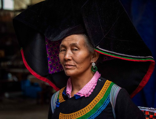 Market Woman,Yi Minority