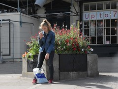 Up to 7 (Bury Gardener) Tags: streetphotography street streetcandids suffolk strangers snaps candid candids people peoplewatching folks 2018 nikond7200 nikon england eastanglia uk burystedmunds britain angelhill