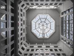 Light Dome (ARTUS8) Tags: swo2farbig nikon28300mmf3556 flickr innenarchitektur lookingup öffentlichesgebäude spiegelung linien modernearchitektur nikond800 fenster oberlicht rotunde geometrisch