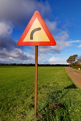 Right turn (In Explore) (Steenjep) Tags: landscape jylland landskab vejskilt roadsign sving turn right højre højresving sky himmel vloud field græs grass tree road vej