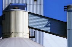 spel van licht en schaduw (roberke) Tags: industrie toren tower sky lucht blauw bleu wit white schaduw shadow architecture architectuur zonlicht sunlight lijnenspel lines blue