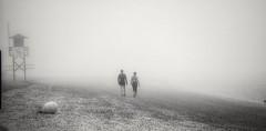 Hacia la nada (ZAP.M) Tags: bn monocromo playa playasanctipetri niebla chiclana cádiz andalucía españa flickr zapm mpazdelcerro nikon nikond5300