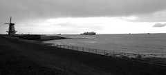 Meerblick.... (dervonderwaterkant) Tags: vlissingen meer küste schiffe hafen windühlen holland seeland walcheren wasser