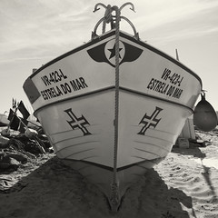 Monte Gordo (Santhero) Tags: europe portugal algarve guadiana vilarealdesantoantonio bw blackandwhite montegordo playa barca atlántico
