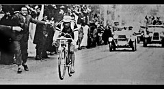 1927 Binda's arrival (Sallanches 1964) Tags: worldchampionroadcycling worldchampionshiproadcycling alfredobinda campionissimo 1927 rainbowjersey heroictimes othertimescycling
