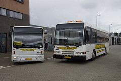 Borrel Party Bus van Rooney Tours in Hoek van Holland 22-09-2018 (marcelwijers) Tags: links de den oudsten bussen b95 dm580 bgvd27 en rechts daf sb220 lt575 berkhof premier st2000nl bbj53 borrel party bus van rooney tours hoek holland 22092018 kenteken coach lijnbus linienbus partybus busse buses coack autobus nederland niederlande netherlands pays bas
