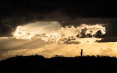 L'enfant et la dune (MRI2009) Tags: coucherdesoleil orage merdunord mer dunes nieuwpoort silouette