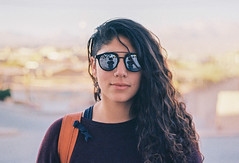 reflejémono hagámono inmortaleh (bereh!) Tags: bella portrait retrato chilena chilean beauty reflejo reflection sunglases film photography grainy 200asa 35mm 50mmlens 50mm18 kodak analog analogue mujer portrat woman viajera traveler traveller traveling travelling relaxada