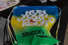 Saucony personalisiertes T-Shirt (verchmarco) Tags: noperson keineperson color farbe business geschäft nature natur summer sommer plastic kunststoff wood holz desktop flag flagge container paper papier dragrace design travel reise festival bright hell vacation ferien vertical vertikal food lebensmittel foliage ontario day airplane nyc me abandoned skin selfie