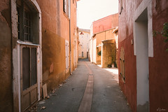 Streets of Roussillon (mhoechsmann) Tags: 2018 europe france midday provence roussillon travel